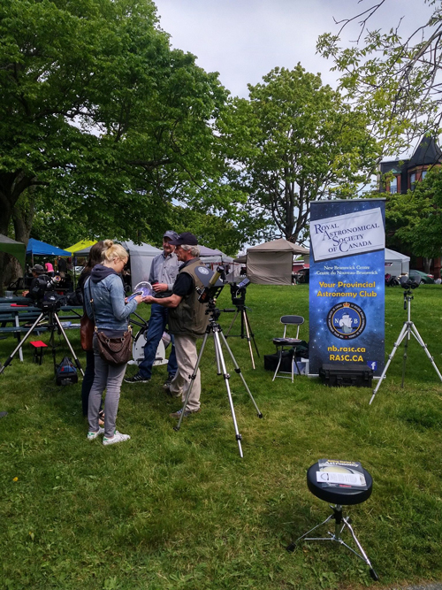 A photo of an SJAC Solar observing outreach event at Queen Square Farmers Market in Saint John