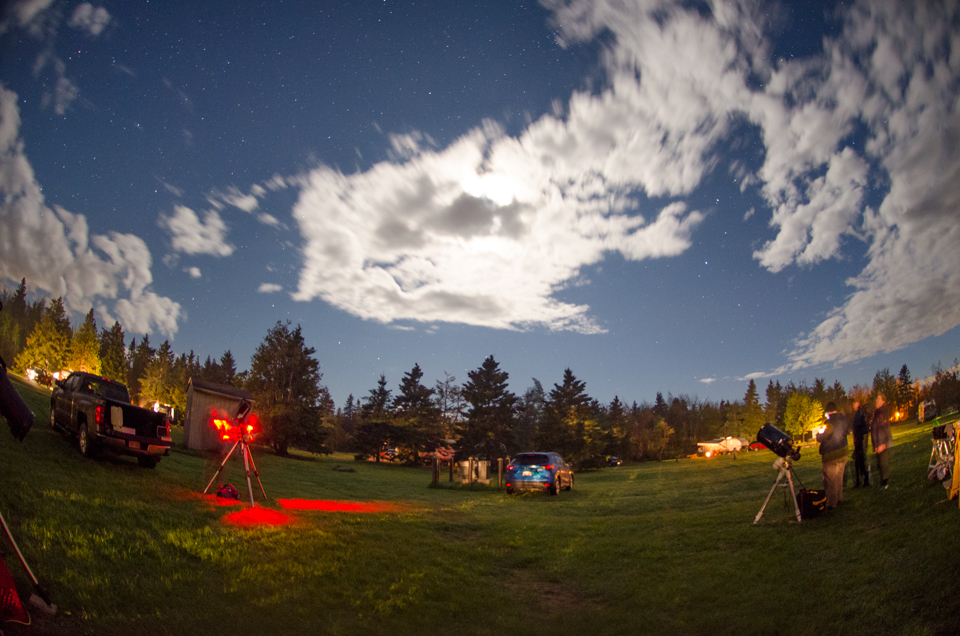 Photo of stargazing with the public at the Kouchibouguac Spring StarFest 2017.