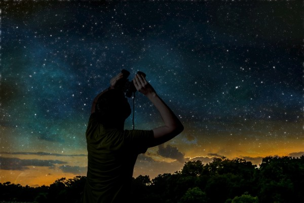 Photo showing stargazing with binoculars.