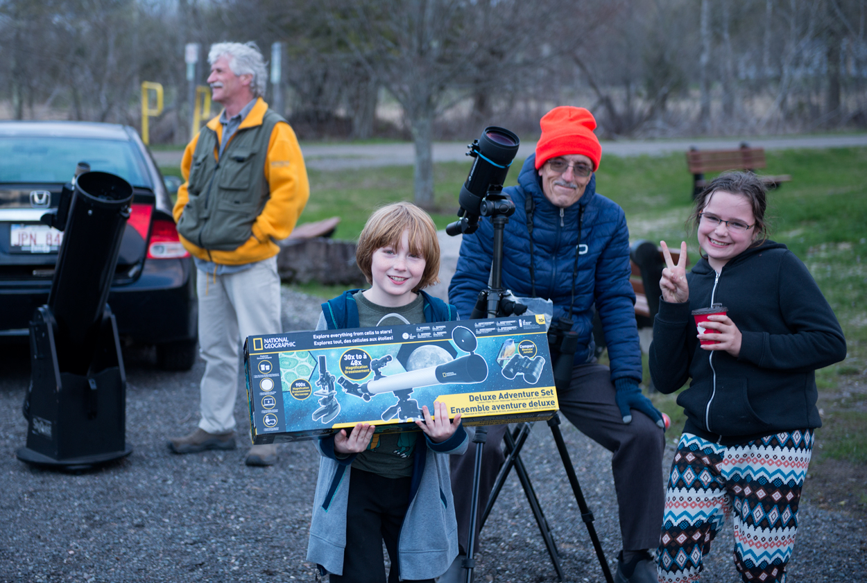 Photo of a new budding astronomer at the Hampton Star Party, May 11, 2019 [photo-Jim Stewart]