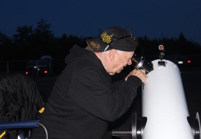 Photo of SJAC member Len Morgan at a public observing event at St. Martins Old Home Week 2019