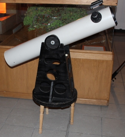 Photo showing the 4.5 inch Dobsonian Telescope available for borrowing from the SJAC.
